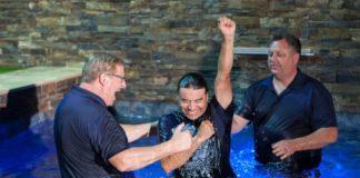 rick-warren-baptism
