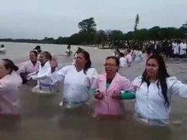 Thousands Of Muslims Baptize