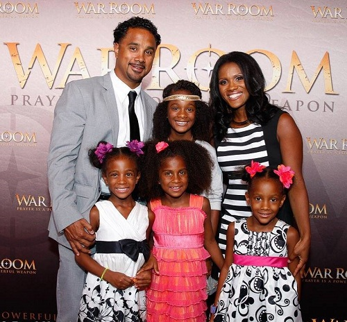 Wynter Pitts with her husband Jonathan Pitts and kids
