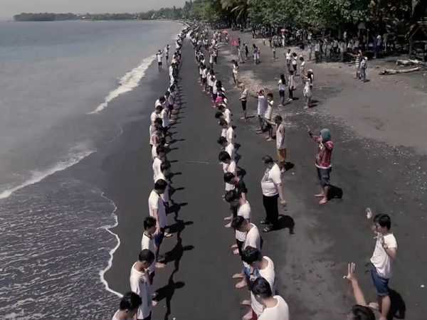 Mass Water Baptism In Philippines As Thousands Turn To Jesus