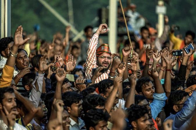 Hindu Radicals Harass Christians Distributing Bibles In India