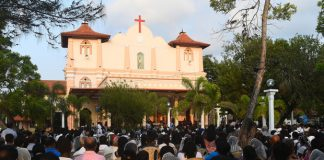 Bombed Philippine Church Reopens