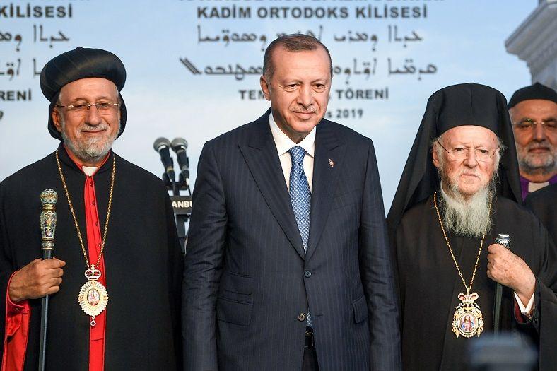 Turkish President Recep Tayyip Erdogan (C), Syriac (Assyrian) Orthodox Patriarch Yusuf Cetin (L) and Ecumenical Patriarch of Constantinople Bartholomew I (R) - August 3, 2019.
