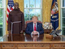 Kenyan teacher leads US Congress in prayer