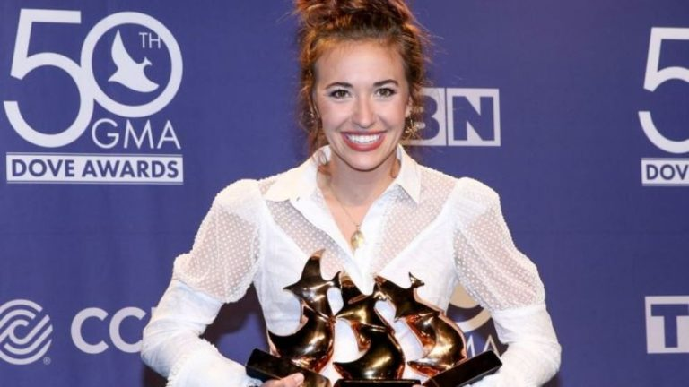 Lauren Daigle Named Artist of the Year At 50th Annual Dove Awards 2019