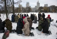 Ukrainian Believers Gather to Kneel and Pray in Kharkov's City Square Every Morning