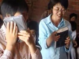 Chinese Christians Get Bible