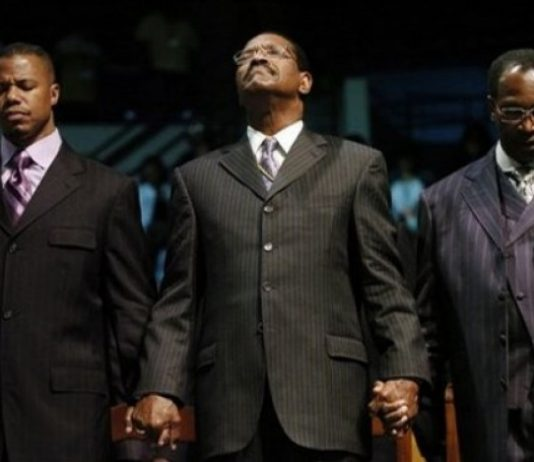Bishop Charles Blake (center) of Church of God in Christ and pastor of the West Angeles Church of God in Christ in Los Angeles, joins hands in prayer with Dr. Dwight Riddick (right), the senior pastor at Gethsemane Baptist Church in Newport News, Va., and Dr. William Curtis (left), senior pastor at Mt. Ararat Baptist Church in Pittsburgh, at the 94th Annual Hampton University Ministers Conference, June 3, 2008.