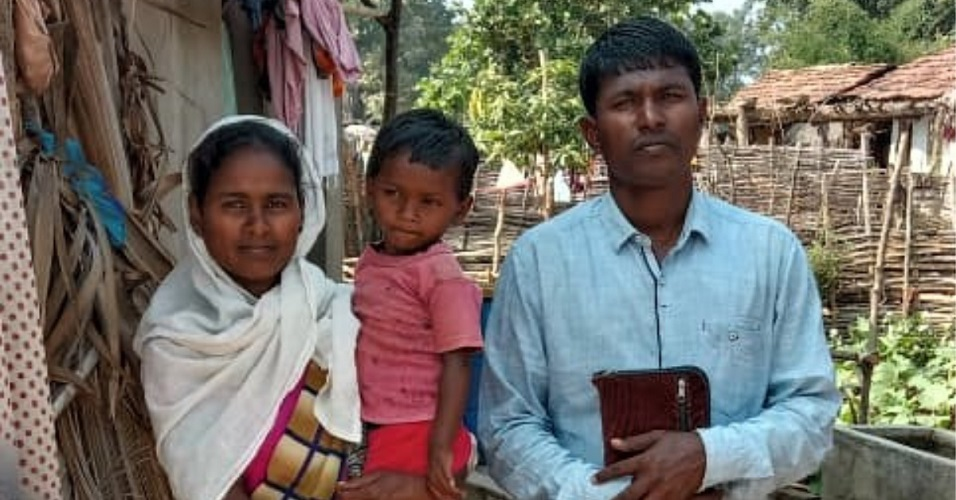 Pastor Munshi Devu Tado with wife and child in Gadchiroli District, Maharashtra, India. (Morning Star News)