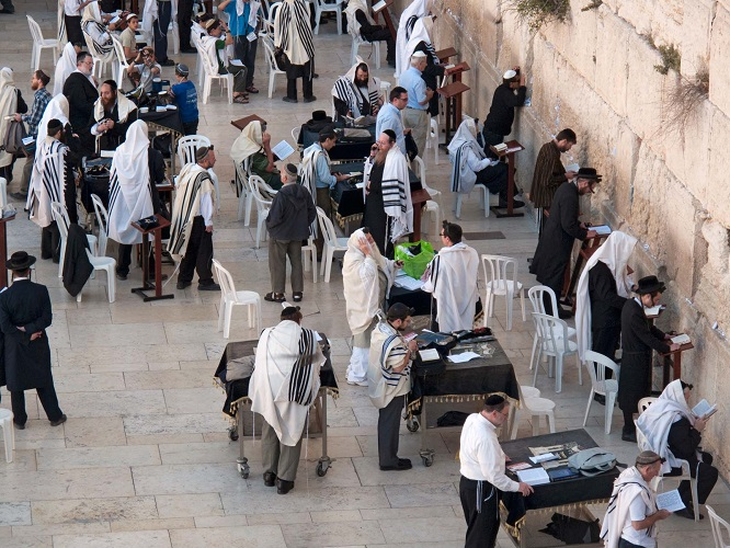 Jews-Morning-prayers-Western-Wall-Jerusalem