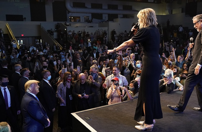 Trump Attends Las Vegas Church Service, Pastor Prophesies Second Win